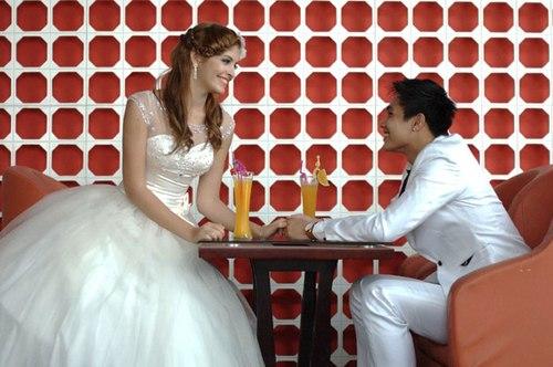 Mới đây, người mẫu Andrea và hot boy Baggio được mời chụp ảnh cưới cho một thương hiệu thời trang tại Hà Nội.