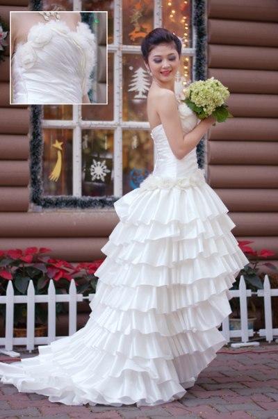 Váy mullet nhiều tầng với họa tiết len pha lông khá độc đáo.