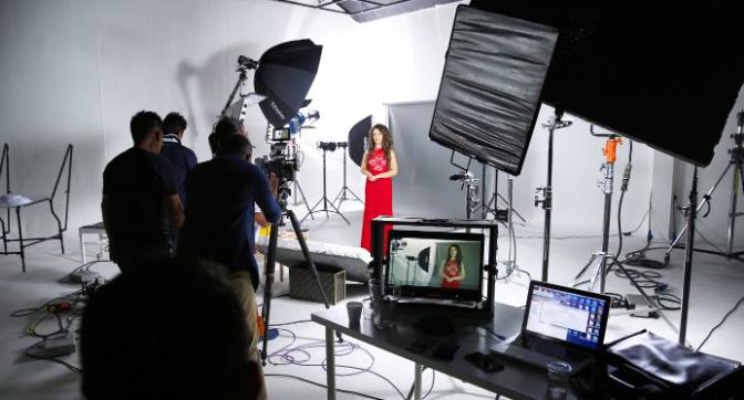 Quay phim quảng cáo TVC là một trong những cách nhanh nhất đưa thương hiệu của bạn đến với khách hàng.
