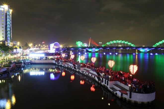 Cầu tàu tình yêu về đêm - Tour Đà Nẵng 4 ngày 3 đêm