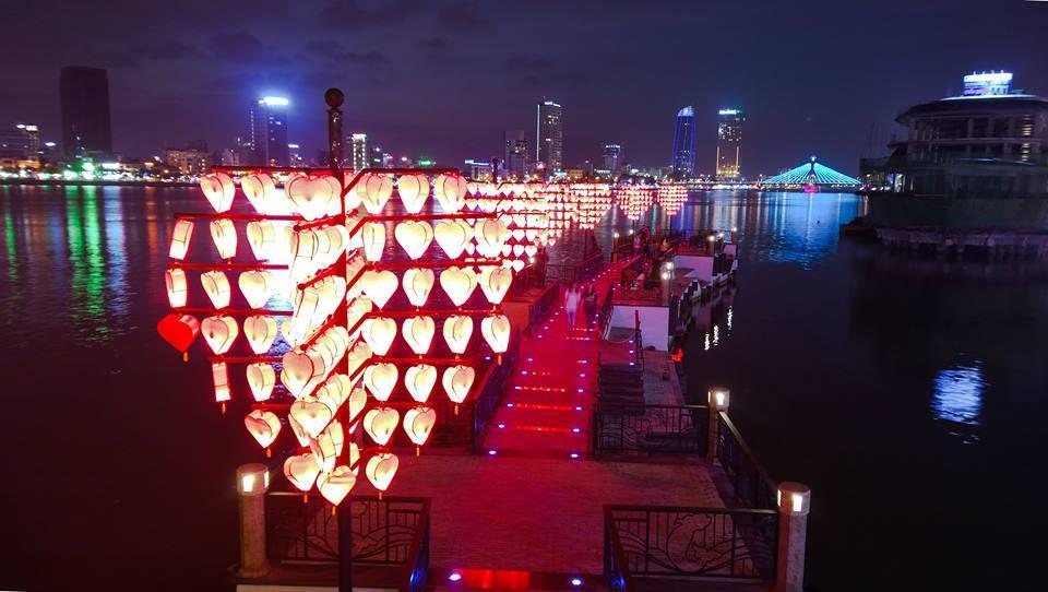 Cầu tàu tình yêu về đêm - Du lịch Đà Nẵng 4 ngày 3 đêm