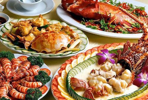 Ăn hải sản trên tàu - Du lịch Hà Nội - Hạ Long - Cát Bà 3 ngày 2 đêm
