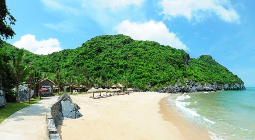 Bãi tắm Cát Bà - Du lịch Hà Nội - Hạ Long - Cát Bà 3 ngày 2 đêm