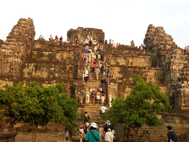 Đồi Bakheng - Du lịch Campuchia 4 ngày 3 đêm