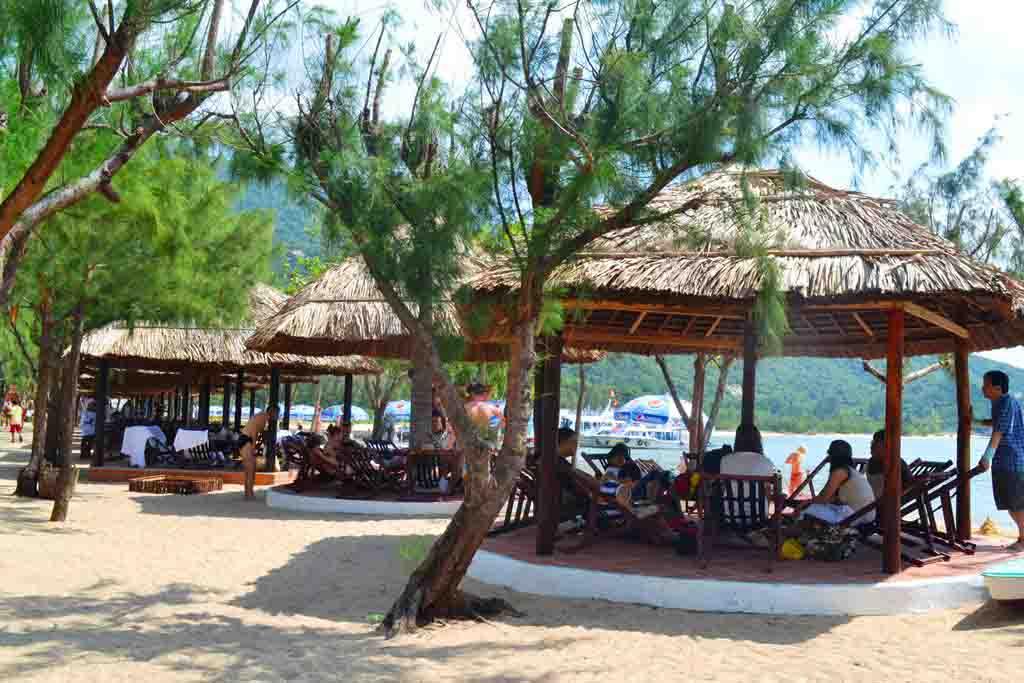 Nhà lều ở Vịnh Nha Phu - Du lịch Vịnh Nha Phu 1 ngày