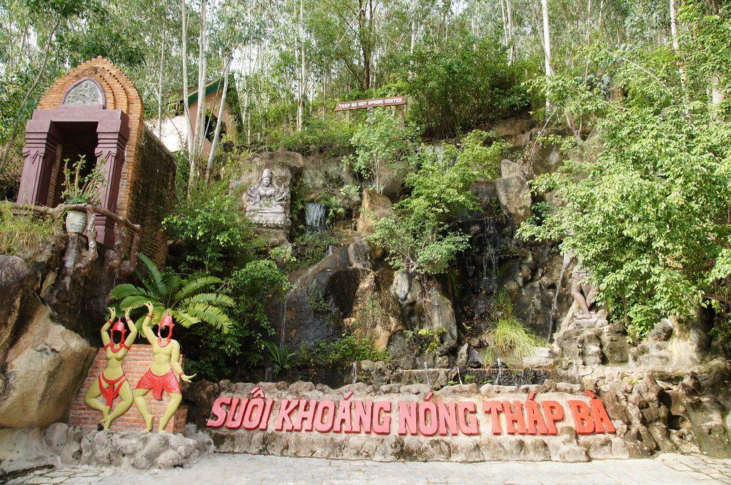 Suối khoáng nóng Tháp Bà - Du lịch Sông Cái Nha Trang 1 Ngày