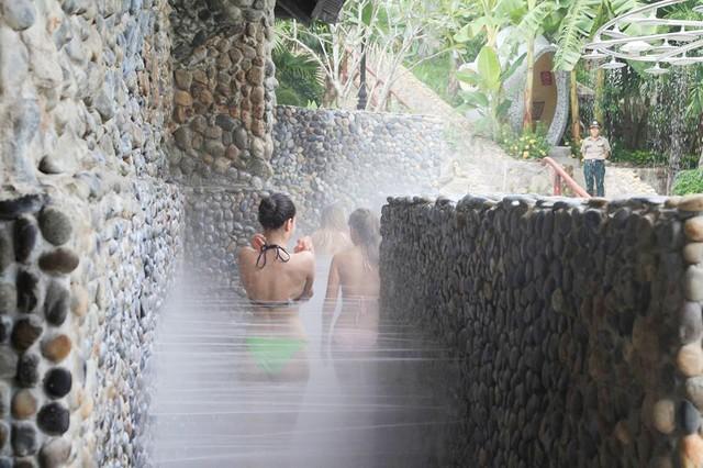 Tắm thủy liệu pháp trị liệu ở Nha Trang