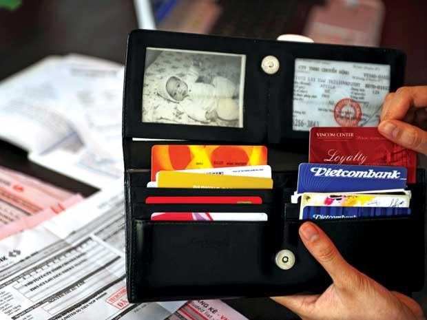 Cần chuẩn bị gì khi đi du lịch Nha Trang - Ví tiền và giấy tờ cần thiết