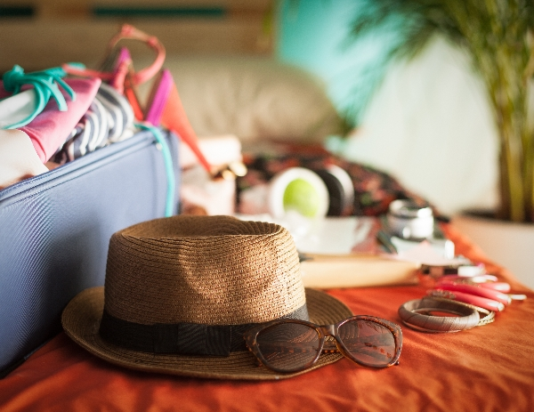 Cần chuẩn bị gì khi đi du lịch Nha Trang - Kính,mũ