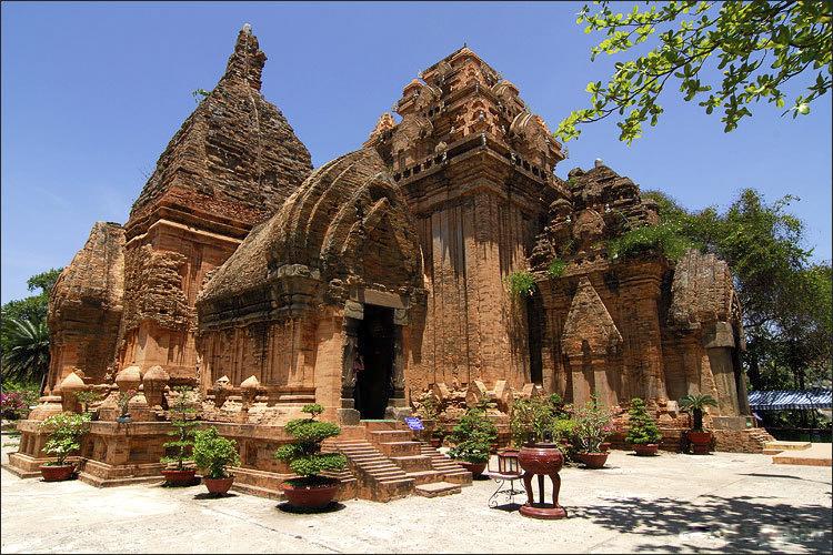 Tháp bà Ponagar - Du lịch Nha Trang 3 ngày 2 đêm