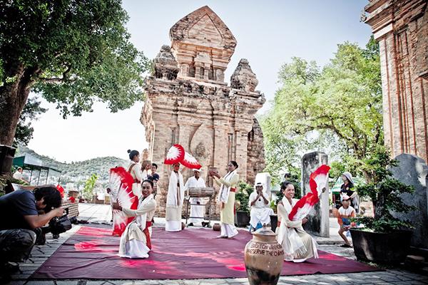 Lễ hội tháp bà Ponagar - Du lịch Nha Trang 3 ngày 2 đêm