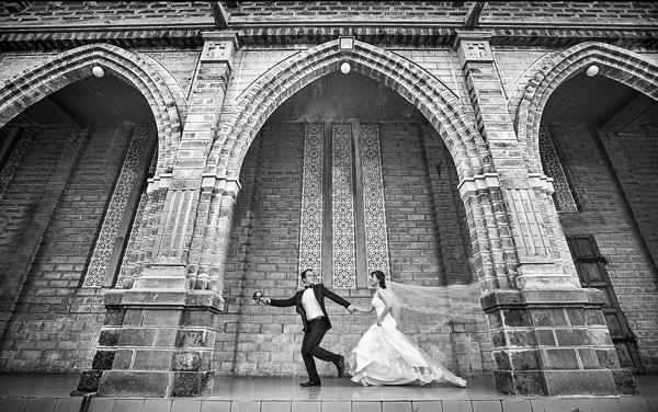 Chụp ảnh cưới ở nhà thờ đá Nha Trang