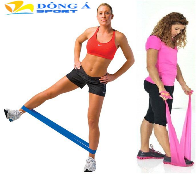 Tập luyện với dây bản thun tập thể dục Reebok