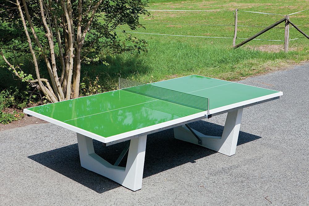 bàn bóng bàn ngoài trười làm bằng bê tông