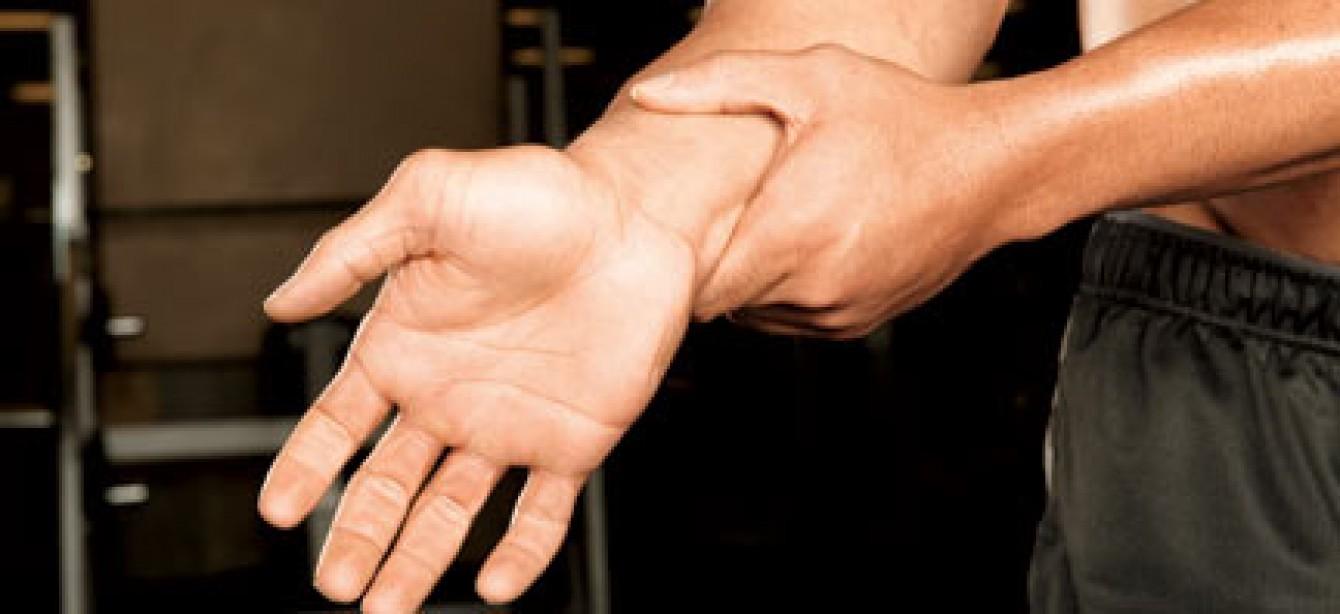 Chấn thương khớp cổ tay khi tập luyện không đúng cách