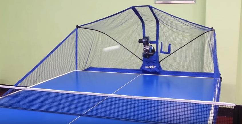 máy bắn bóng bàn Oukei TW-2700-E7 khi lắp vào bàn
