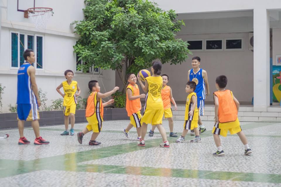 Học bóng rổ tại trung tâm Thể Thao Tuổi Trẻ