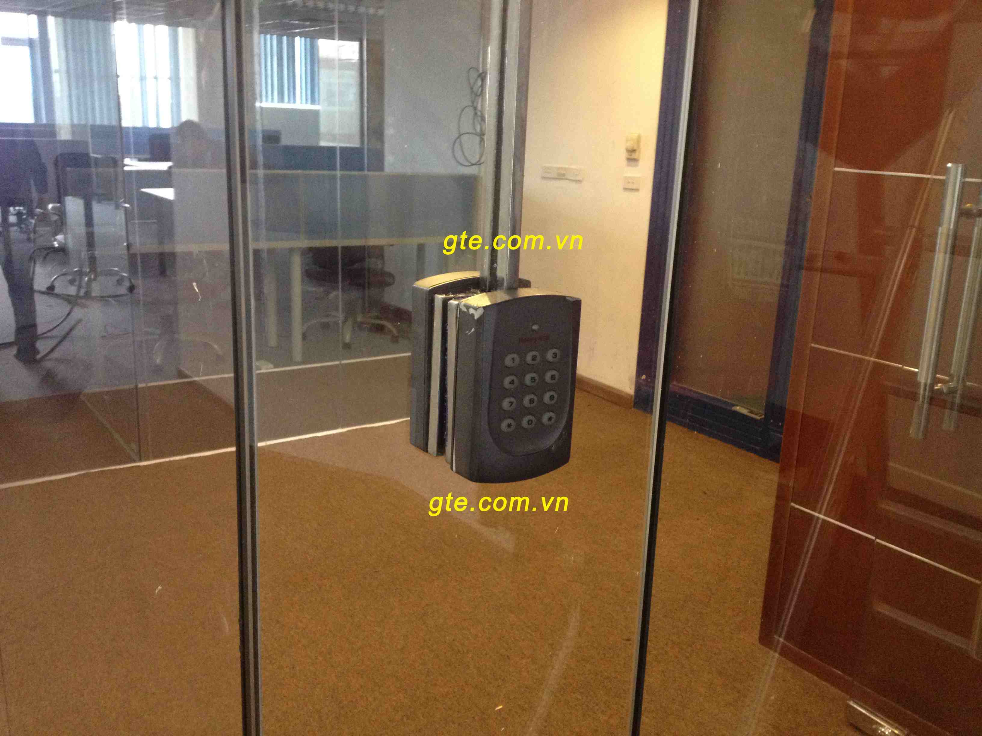 Lắp đặt hệ thống kiểm soát cửa