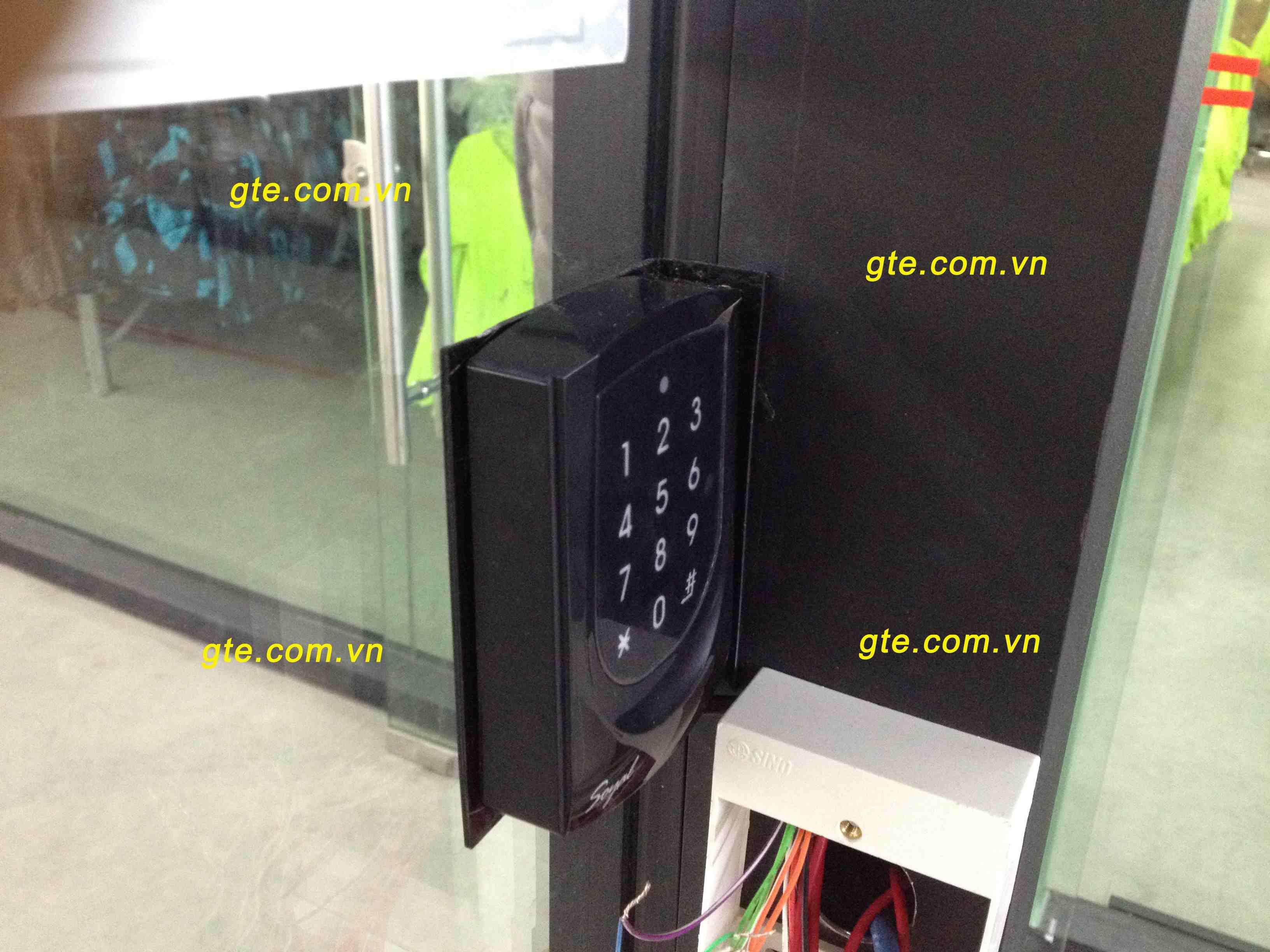 lắp đặt đầu đọc thẻ kiểm soát cửa