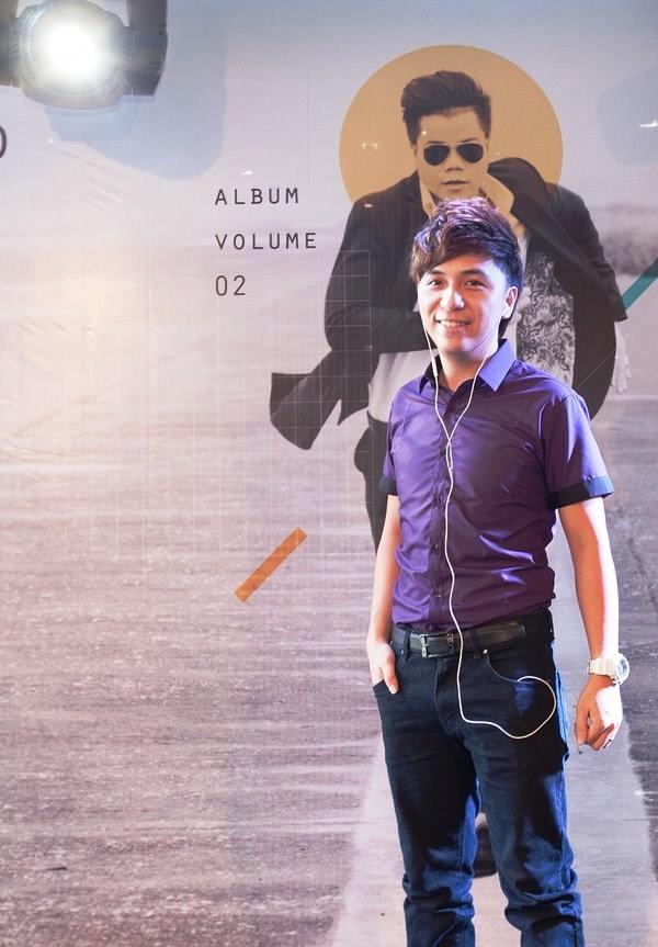 Ca sĩ Minh Vương đến chúc mừng bạn thân của mình