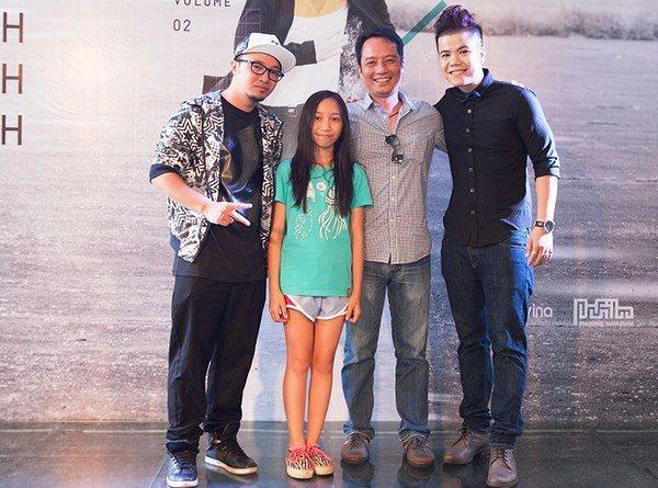 Ca sĩ Đinh Mạnh Ninh chụp ảnh cùng Nhạc sĩ Anh Quân, Rapper Hà Lê