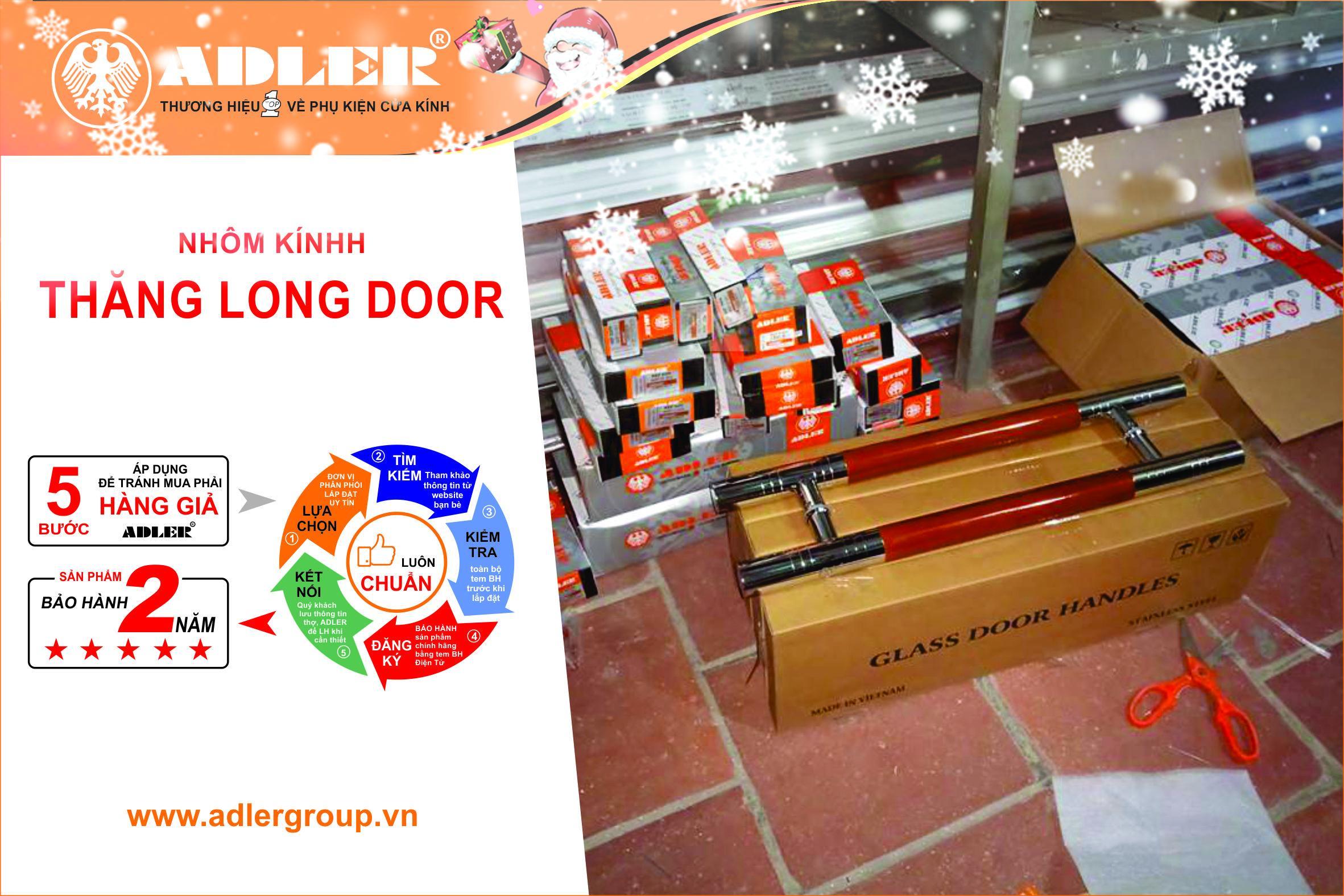 Những chiếc hộp in thương hiệu Adler được xếp ngăn nắp trước khi lắp đặt