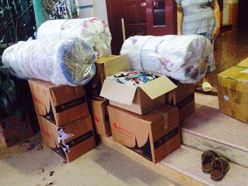 Những món quà được đóng gói cẩn thận để chuyển đến nơi vùng xa cho các em nhỏ