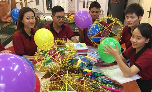 Toàn thể CBCNV của SEVENDAYS đang gấp rút chuẩn bị quà để gửi đến các em nhỏ khó khăn trong dịp Tết Trung Thu 1