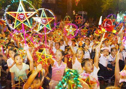 Hàng năm, Trung Thu luôn là dịp lễ được các em thiếu nhi háo chức chờ đón để vui chơi rước đèn, phá cỗ và nhớ đến văn hoá truyền thống của Việt Nam.