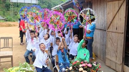 Nhìn những nụ cười rạng rỡ của các em khi nhận được món quà, SEVENDAYS cảm thấy rất vui vì đã phần nào làm ngày lễ hội Trung Thu của các em trở nên ấm áp hơn