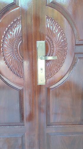 Cách khắc phục hiện tượng rơ, rung lắc khóa cửa 1