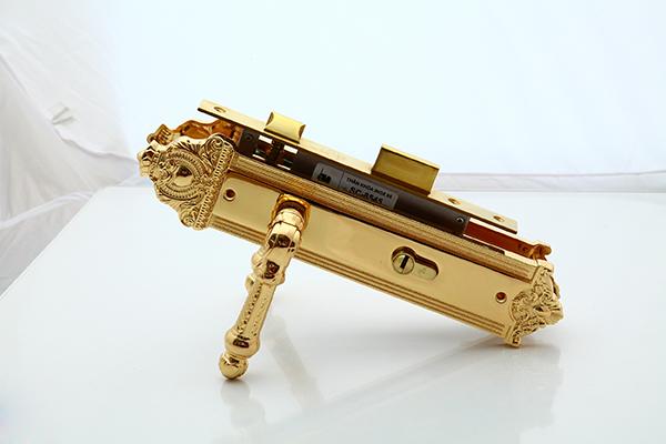 Khóa đồng vàng 24K - Thông phòng 3