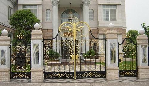 Chọn khóa cổng chính an toàn với ngôi nhà bạn
