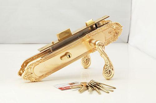 Khoá đồng mạ vàng tay cong – điệu đà, duyên dáng được chủ đầu tư chọn lựa