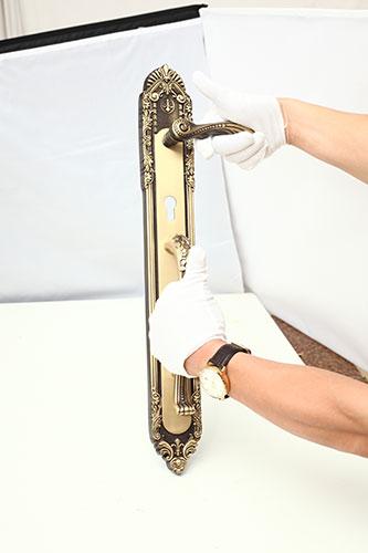 Khóa đồng tôm ốp liền tay cong - Rêu 4