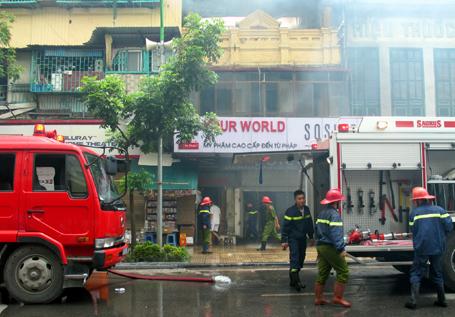 Thiếu thiết bị nên việc chữa cháy gặp rất nhiều khó khăn