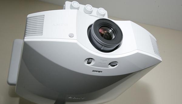 Máy chiếu phim3D Sony VPL-HW40ES_2