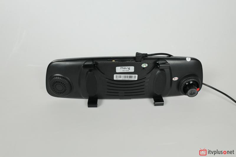 Mặt sau camera hành trình phisung E06