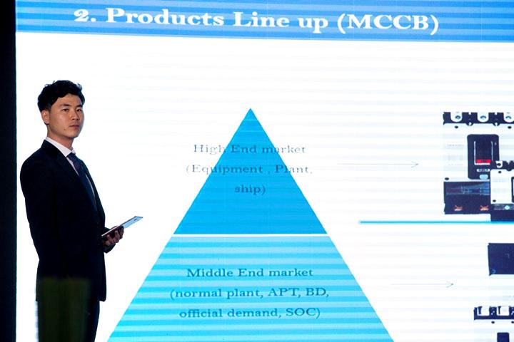 Ông Park Dohyun, kỹ sư chuyên trách phát triển sản phẩm, giới thiệu dòng sản phẩm HG-Series