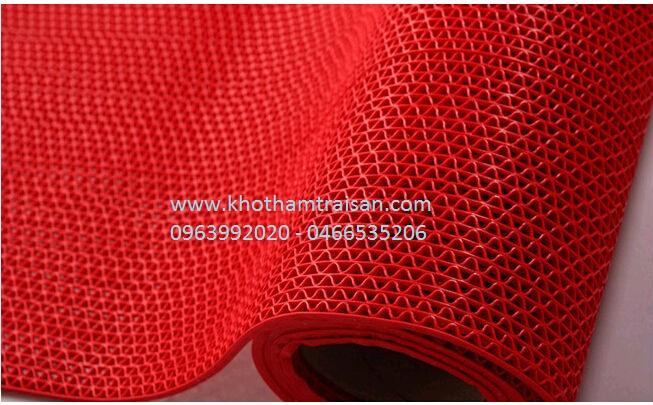 Thảm nhựa lưới màu đỏ trải bể bơi, nhà vệ sinh