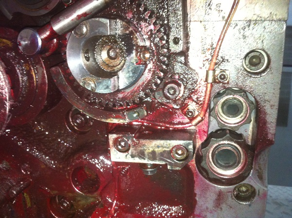 bề mặt động cơ xe cần được làm sạch