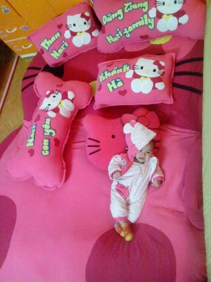 đệm thú bông mèo kitty hồng