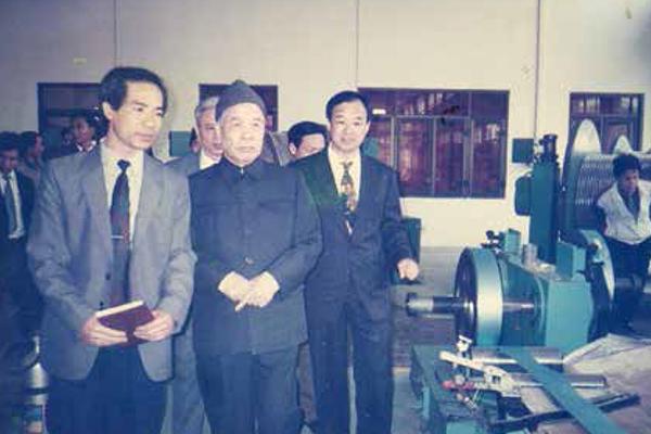 Tổng bí thư Đỗ Mười thăm và làm việc tại Công ty Cổ phần Viễn thông Điện tử VINACAP
