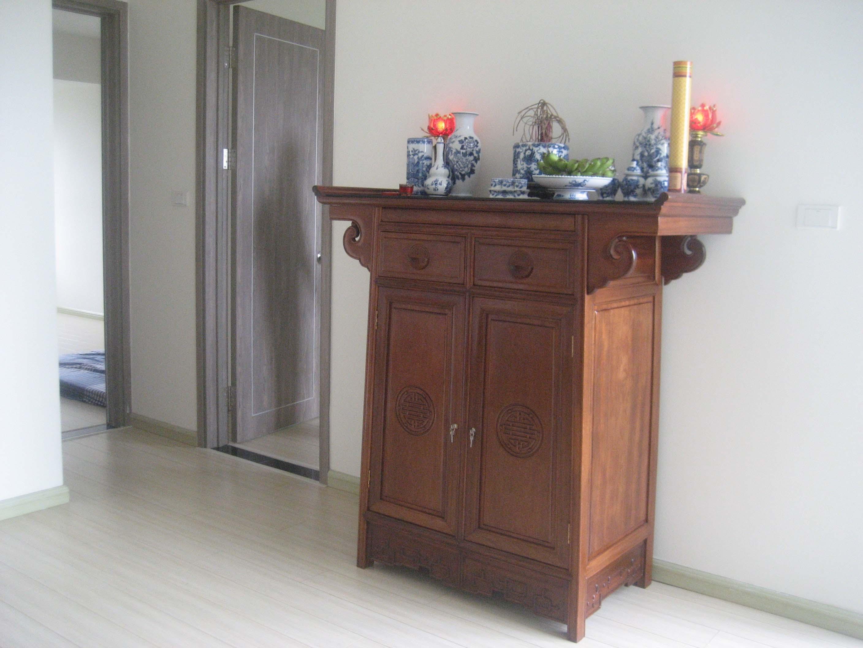 tủ thờ gỗ gụ đẹp cho nha chung cư