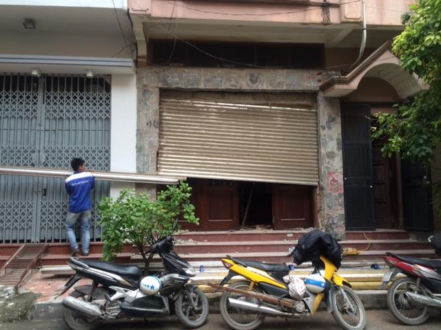 cửa cuốn cũ