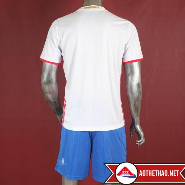 Mặt trước và mặt sau áo bóng đá đội tuyển nga sân khách