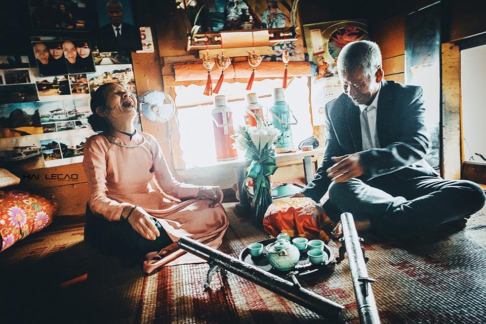 hạnh phúc trong nagyf cưới của 2 cụ già