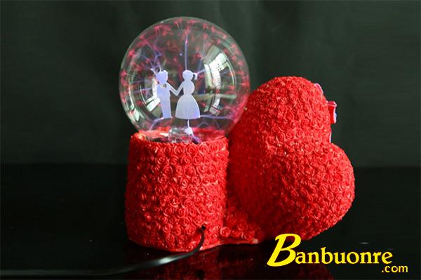quả cầu plasma với hình trái tim bên trong quả cầu