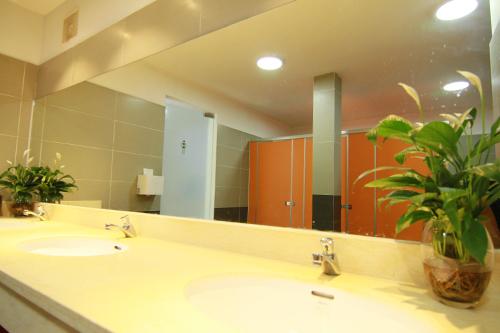 ve sinh phòng vệ sinh