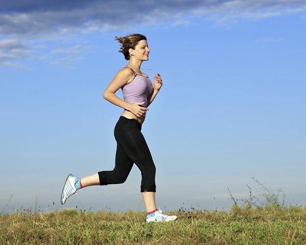 Chạy bộ thể dục buổi sáng